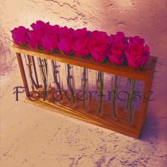 15 роз в пробирках