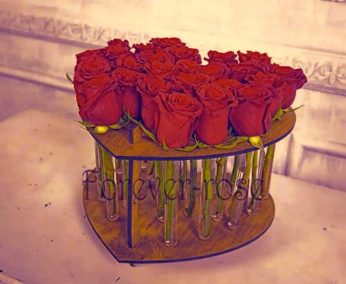 25 роз в пробирке в форме сердца