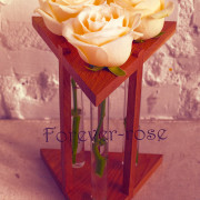 3 розы в пробирке